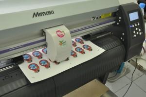 ตัวอย่าง พิมพ์สติ๊กเกอร์ พร้อมไดคัท เครื่อง Mimaki cjv30 -130