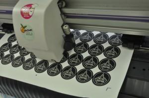 พิมพ์ ด้วยเครื่อง Digital Offset วัสดุ PP Sticker ด้าน ไดคัทด้วยเครื่อง Mimaki ไดคัท CG-60SR III